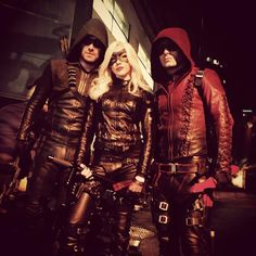 Green Arrow (Stephen Amell), Black Canary II (Katie Cassidy) and Arsenal (Colton Haynes). The Arrow, Arrow Cw, Arrow Oliver, Colton Haynes, Emily Bett Rickards, Willa Holland, Stephen Amell, Arrow Flash, Series Dc
