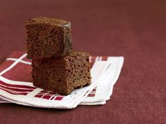 Brownie Cake Squares http://www.prevention.com/food/healthy-recipes/healthy-slow-cooker-recipes-for-less-than-2-per-serving/slide/9