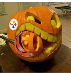 Easy Pumpkin Carving, Scary Pumpkin, A Pumpkin, Best Pumpkin Carvings, Unique Pumpkin Carving Ideas, Disney Pumpkin, Fröhliches Halloween, Halloween Pumpkin Designs, Halloween Party Decor
