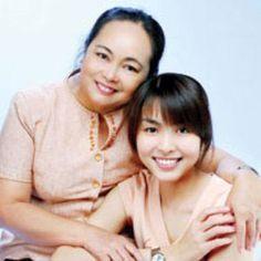 Những bà mẹ sở hữu nhan sắc dìm hàng con gái của sao Việt >> sao + ng thân