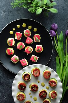 Tuna-cucumber stackers and sausage-zucchini stackers with the same sauce and cheese to please both seafood lovers and meat lovers in your family. Good Food, Yummy Food, Delicious Recipes, Yummy Treats, Healthy Food, Sage Sausage, Kielbasa Sausage, Family Meals, Family Recipes