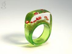Fliegenpilze - Fliegendes Glück – Goldiger Fliegenpilz-Harz-Ring - ein Designerstück von Geschmeide-unter-Teck bei DaWanda