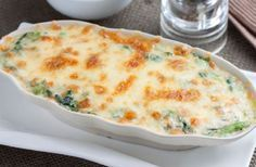Weight Watchers Spinach Chicken Gratin is a generous and light gratin that is easy to make and perfect for a comforting and satisfying meal. Source by Spinach Recipes, Low Carb Recipes, Baking Recipes, Healthy Recipes, Chicken Spinach Bake, Baked Chicken, Chicken Recipes, Creamy Chicken Bake, Broccoli Bake