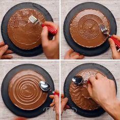 """7,292 curtidas, 362 comentários - Maria (@cozinhadamaria.oficial) no Instagram: """"#Repost @fabiosa_food ・・・ How to decorate a cake with cutlery ⚫️ FOLLOW 👉 @FABIOSA_FOOD .…"""""""