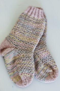 p i i p a d o o  Pattern: http://www.ravelry.com/patterns/library/broken-seed-stitch-socks