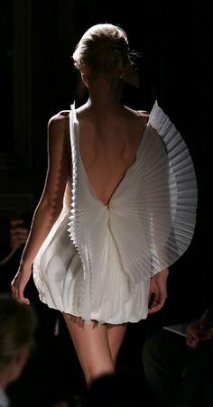Angel Wings - ethereal fashion; delicate dress back detail // Balmain Costume Blanc, Arte Yin Yang, Schneider, Couture Fashion, Runway Fashion, Paris Fashion, Angel Wing Dress, Angel Wings Costume, Balmain Dress