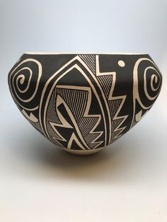Acoma Jar with Negative Designs by Sarah Garcia, - Lyn A. Pottery Sculpture, Pottery Vase, Ceramic Pottery, Ceramic Art, Slab Pottery, Ceramic Sculptures, Ceramic Bowls, African Pottery, Native American Pottery