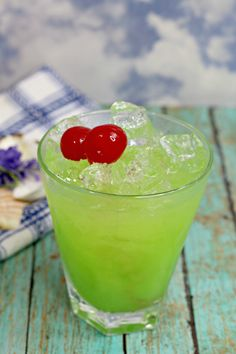Green Iguana Drink Recipe - Go Green Collections Green Alcoholic Drinks, Green Cocktails, Liquor Drinks, Summer Cocktails, Cocktail Drinks, Cocktail Recipes, Alcoholic Shots, Alcoholic Desserts, Party Drinks