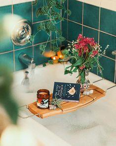 39 Super Ideas For Bath Tray Caddy Spaces Boho Bathroom, Bathroom Styling, Bathroom Ideas, Bathroom No Window, Slate Bathroom, Bathtub Decor, Bathroom Green, Relaxing Bathroom, Bathroom Canvas
