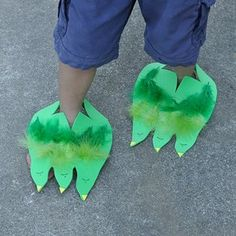 Dino (or Monster) Feet: These Dino / Monster feet are sure to provide plenty of amusement. They are such a simple idea - foam sheets cut into dinosaur feet shapes that can be slipped over the child's foot. Decorate using sharpies, adhesive foam shapes, glue, glitter, buttons, feathers.... A fantastic project for a preschool class, a dinosaur party or for pretend play on a rainy day. As seen on Broogly: a great source of fun, inspirational and educational projects for kids: www.broogly.com