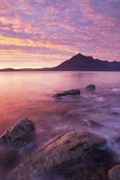 Skye est un lieu vraiment magique. En tant que plus grande île des Hébrides intérieures, elle offre certains des paysages les plus emblématiques d'Écosse.