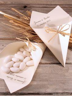[MATRIMONIO FAI DA TE] Tutorial Coni portariso/confetti Ducale - progetto #8 3d Things, Confetti, Country Chic, Communion, Holi, Packaging Design, Wedding Decorations, Gift Wrapping, Place Card Holders