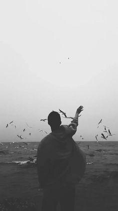 black and white, grunge 和 indie We Heart It 圖片 Dark Portrait, Foto Portrait, Alone Photography, Creative Photography, Portrait Photography, Loneliness Photography, Photography Ideas, Travel Photography, Silhouette Fotografie