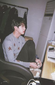 Find images and videos about kpop, bts and jin on We Heart It - the app to get lost in what you love. Seokjin, Namjoon, Jimin, Bts Bangtan Boy, Jhope, Foto Bts, Bts Photo, Photo Scan, Park Ji Min
