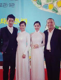 Hai nữ diễn viên khả ái Phạm Quỳnh Anh và Hoàng Thùy Linh đã tinh tế lựa chọn 2 tà áo dài trắng làm trang phục thảm đỏ dự lễ khai mạc LHP, nhận được nhiều lời khen ngợi từ các nhà phê bình và làm phim nước chủ nhà