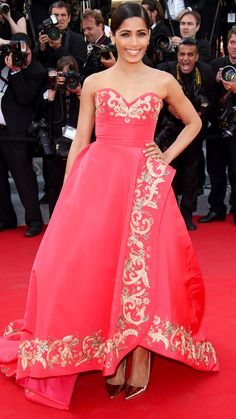 FREIDA PINTO Pinto was ravishing in red in this sweetheart gown by Oscar de la Renta, which she paired with metallic Jimmy Choo heels and gold jewelry.