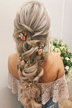 39 Wedding Hairstyles 2020 Ideas ❤ wedding hairstyles long curly hair down with pink flower roses hairbyhannahaddis Wedding Hairstyles For Long Hair, Wedding Hair And Makeup, Bridal Hair, Hair Wedding, Romantic Curls, Romantic Wedding Hair, Wedding Bride, Wedding Flowers, Veil Hairstyles