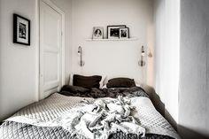 I den mysiga alkoven ryms en 1,60 säng