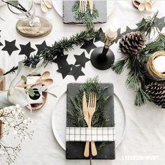 Vorig jaar ... toen we met Kerst nog een mooie gedekte tafel hadden Dit jaar zijn onze dagen gevuld met ziekenhuis bezoekjes! Weer even met je neus op de feiten worden gedrukt en tot in elke vezel voelen dat er maar écht weinig dingen in het leven zó belangrijk zijn Liefde&Gezondheid ... en dat wens ik jullie voor 2017!! Fijne dagen voor jullie ... en GENIET!!