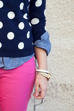 preppy with an edge - polka dot sweater, denim shirt, and hot pink jeans Looks Style, Looks Cool, Style Me, Style Hair, Preppy Style, Coat Outfit, Look Fashion, Womens Fashion, Runway Fashion