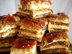 Pastry vienetta (translation desperately needed) Romanian Desserts, Russian Desserts, Romanian Food, Sweets Recipes, Cookie Recipes, Food Wishes, Rich Recipe, Mini Cheesecakes, Sweet Tarts