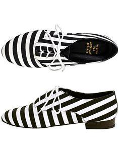 Des derbies rayées Chaussures Noir Et Blanc, Chaussures Été, Mode Tendance,  Soulier, a9f10ce51df4
