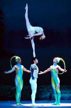 Acrobatic chinese ballet / Wu Zhengdan et Wei Baohua festival du Cirque de Monte Carlo Moulin Rouge Dancers, Ballet Dancers, Ballerinas, Dance Photos, Dance Pictures, Monte Carlo, Art Du Cirque, Gymnastics Workout, Dance Art