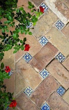 Simple y potente. Solería en el Alcázar de Sevilla. Matemolivares