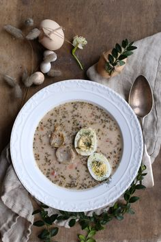Barszcz biały z prawdzikami - Make Cooking Easier Borscht, Soups And Stews, Hummus, Quinoa, Cravings, Food Photography, Oatmeal, Cooking, Breakfast