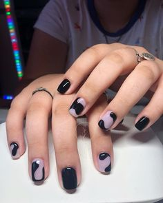 Negative Space Nail Art // ig: Many women prefer to go to the hairdresser even when they don't have … Nail Design Stiletto, Nail Design Glitter, Minimalist Nails, Winter Nail Art, Winter Nails, Summer Nails, Cute Nails, Pretty Nails, Acrylic Nails