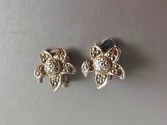 Silver tone vintage 70s marcasite star flower clip on earrings jewelry via Curious Nik.