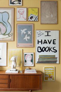 Hos Wall of Art möts passion för konst och inredning i en kurerad kollektion av originella posters och ramar. Carved Eggs, Poster Wall, My Room, Aesthetic Wallpapers, Book Art, Diys, Gallery Wall, Wall Art, Creative