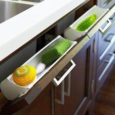 Compartimento inteligente pra ter esponja , sabão , escova e palha de aço sempre a mão !!