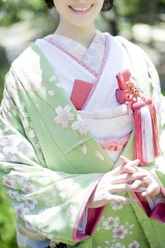 Traditional Kimono, Traditional Fashion, Traditional Outfits, Japanese Wedding Kimono, Japanese Kimono, Modern Kimono, Kimono Japan, Kimono Design, Kanzashi
