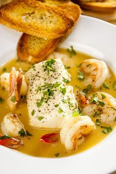 This delicate, richly flavored French stew takes less than an hour and has only 400 calories. You'd never guess elegance could be so easy or healthy. Seafood Stew Naty Pivi hildebrandtpyvo Rezepts This delicate, richly flavored French stew takes l Fish Recipes, Seafood Recipes, Cooking Recipes, Healthy Recipes, Baked Cod Recipes, Seafood Stew, Fish And Seafood, Seafood Bisque, Fish Dishes