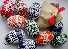 Tatting, Tatting, Chiacchierino: spring means we take the eggs Needle Tatting, Tatting Lace, Shuttle Tatting Patterns, Handmade Crafts, Diy Crafts, Easter Egg Pattern, Egg Designs, Easter Crochet, Egg Art