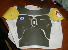 How to Scratchbuild a Boba Fett Costume- Using Cardboard! : 6 Steps (with Pictures) - Instructables Boba Fett Armor, Boba Fett Cosplay, Boba Fett Costume, Boba Fett Helmet, Star Wars Boba Fett, Star Wars Halloween, Halloween Kids, Cool Costumes, Cosplay Costumes