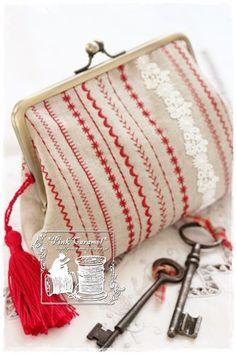 Pink Caramel: ミシン刺繍のがま口