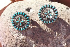"""AZ Estate Find! Zuni Circle of Turquoise Petit Point 7/8"""" Silver Clip Earrings"""