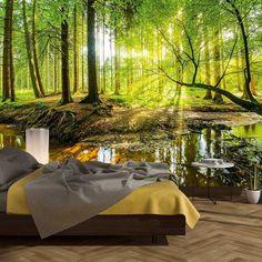 Fototapete strahlender Wald - eine wunderschöne Naturtapete mit eine Waldaufnahme. Eine ruhiges und unberührtes Fleckchen Erde, die deinen Raum größer und eindrucksvoller erscheinen lässt. Eine ideale Dekotapete für dein Wohnzimme, Schlafzimmer oder Büro.