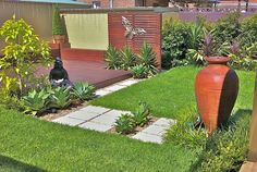 80 Garden and Flower Design Ideas 2017 - Amazing landscape house decorat. Garden Photos, Terracotta Pots, Small Gardens, Flower Designs, Garden Design, Projects To Try, Sidewalk, Home And Garden, Patio