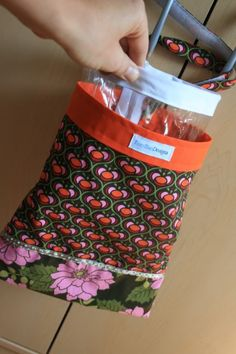 DIY Trash Bag with removable liner that you can wipe clean! Would be great for the car or in other tight spots! trash bag for my SUV :) With removable clear plastic bag ***TUTE*** - PURSES, BAGS, WALLETS