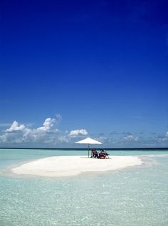 Small island in the Maldives Beautiful Ocean, Beautiful Islands, Beautiful Beaches, Sea And Ocean, Ocean Beach, Beaches In The World, Small Island, Vacation Places, Paradise On Earth