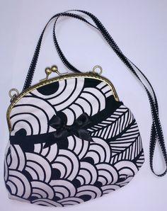 Bolso de boquilla y tonos crema y negro. Con boquilla de 16 cm.