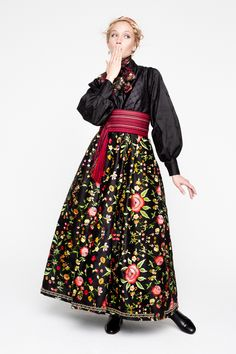 Folk Fashion, Ethnic Fashion, Norwegian Clothing, European Costumes, Folk Clothing, Folk Costume, Embroidery Dress, Traditional Outfits, Get Dressed