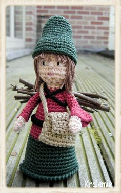 Santons de Provence - for crochet nativity set Christmas Gnome, Crochet Christmas, Crochet Dolls, Crochet Hats, Amigurumi Doll, Faeries, Doll Toys, Gnomes, Elves