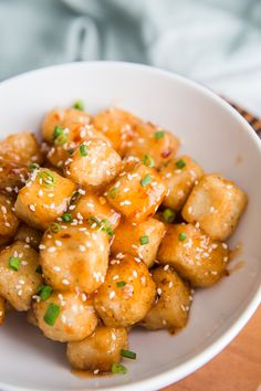 Four Kitchen Decorating Suggestions Which Can Be Cheap And Simple To Carry Out Crispy Tofu With Sweet Chile Sauce-A Quick And Easy Vegan Dinner That Everyone Will Love Tofu Dinner Recipes, Best Tofu Recipes, Easy Vegan Dinner, Healthy Crockpot Recipes, Healthy Meal Prep, Vegan Dinners, Veggie Recipes, Vegetarian Recipes, Breakfast Recipes