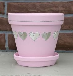 Decorated any pot with stickers and paint Flower Pot Art, Clay Flower Pots, Flower Pot Crafts, Clay Pots, Paint Garden Pots, Painted Plant Pots, Painted Flower Pots, Clay Pot Projects, Clay Pot Crafts