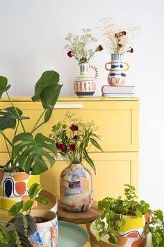 Colección de jarrones y maceteros MARRAKECH, una oda al color y la alegría. Una selección de piezas para que tengas en tu casa un verano eterno. Son tan bonitos que no necesitan ni flores... #planter #vase #ceramic #jarrón #artesanal #Plectranthus #monstera #maranta #potterie #plantlover Gypsy Decor, Boho Gypsy, Hippie Chic, Boho Chic, Anthropologie Home, Humble Abode, Marrakech, Art Ideas, Planter Pots