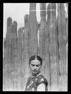 Martin Munkasci | Glass plate negative | Frida Kahlo, Mexico City | 1934